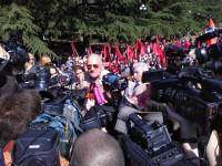 В окружении журналистов