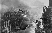 Знамя Победы над Берлином, 1945 г.© Фотохроника ТАСС/Евгений Халдей